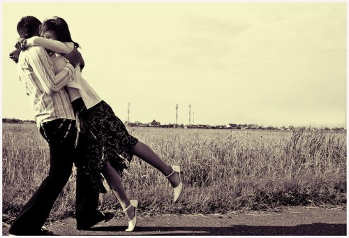 hug,couple,love,embrace,kiss,sepia-2c908af555e27e21ab8744deb76dc29e_h